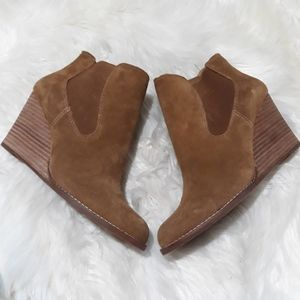 Lucky Brand Yamka tan suede wedge bootie